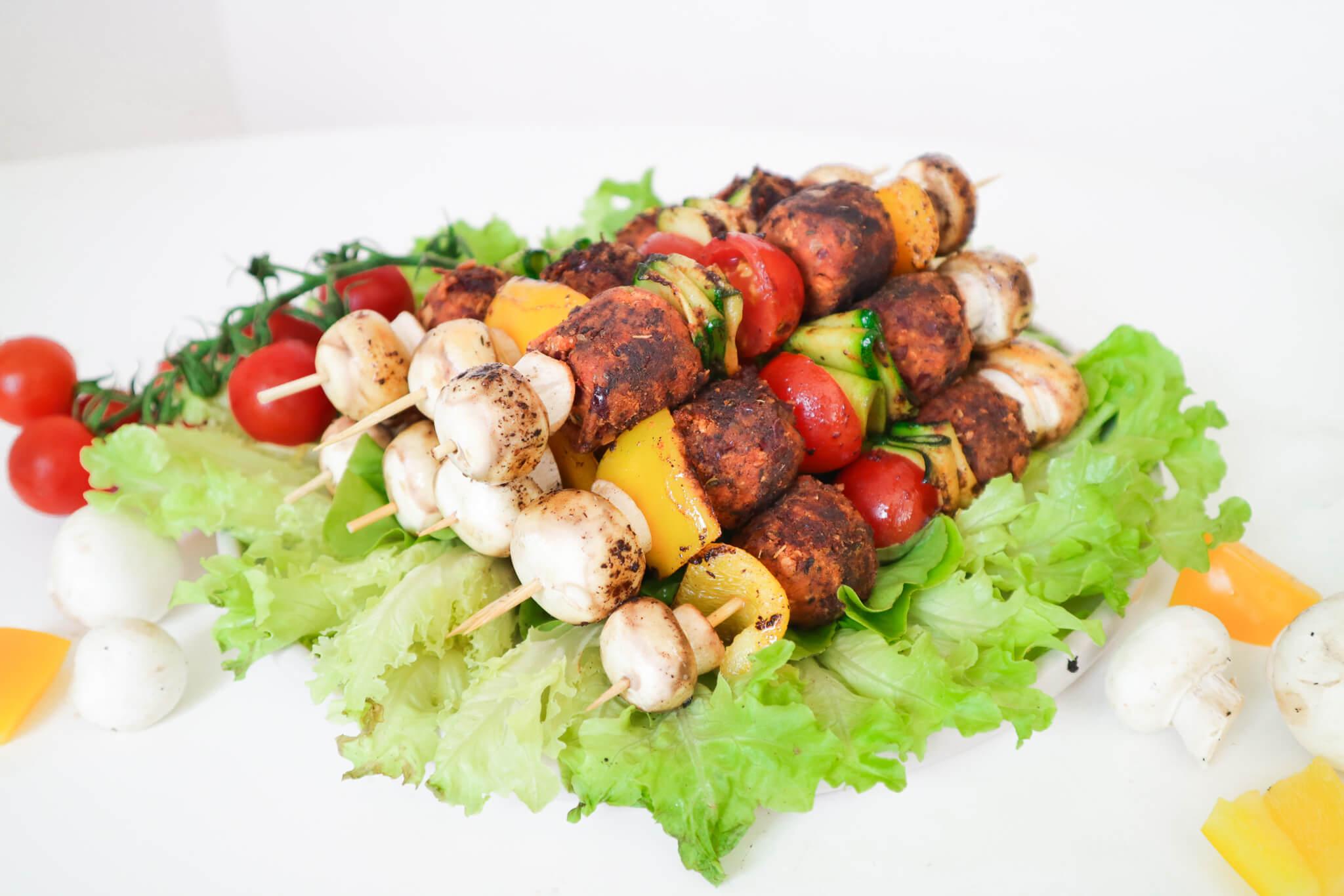 Vegane-Grillspiesse_versteckte-Kalorien_Beitragsbild_Grillspiesse-2
