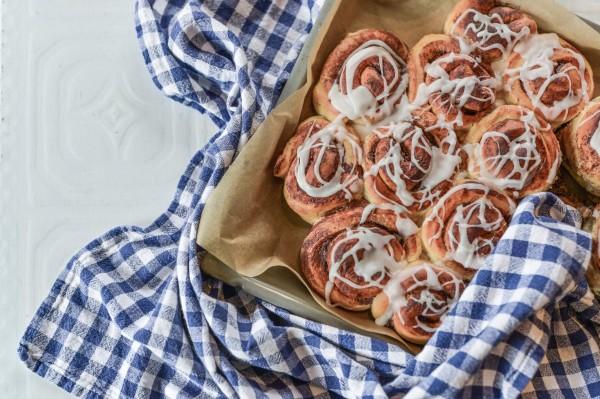 cinnamon-rolls-4421064-1
